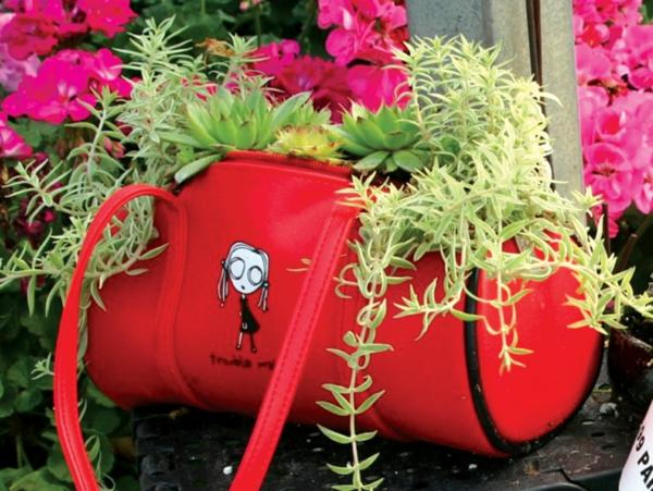 décorer son jardin avec des objets de récupération sac à main