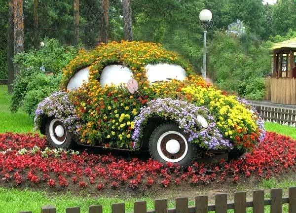 décorer son jardin avec des objets de récupération voiture