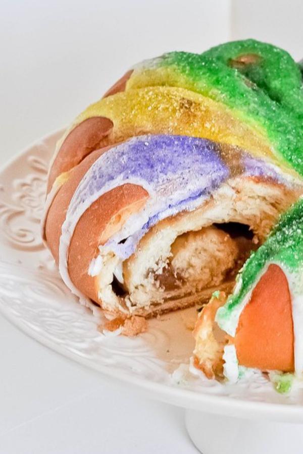 date mardi gras cake rempli
