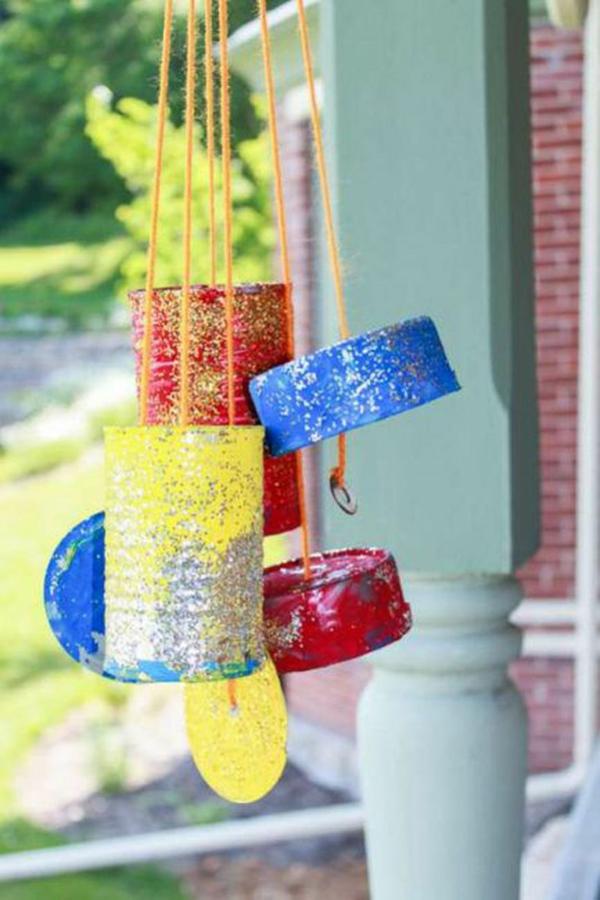 diy carillon éolien boîte de conserve peinture paillettée