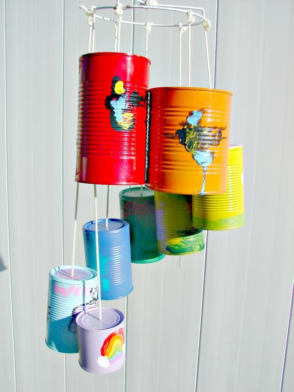diy carillon éolien boîtes de conserve colorées