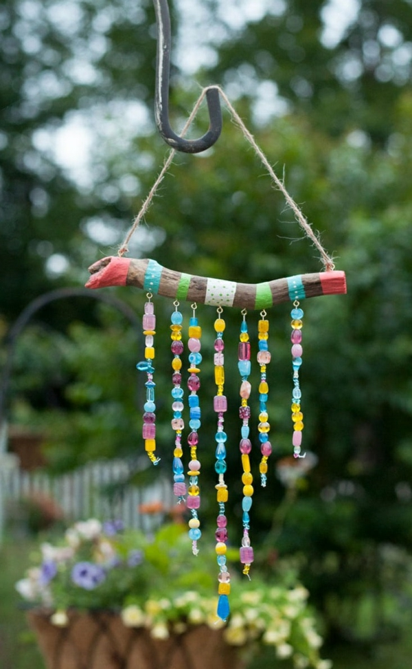 diy carillon éolien bois peint ficelle perles