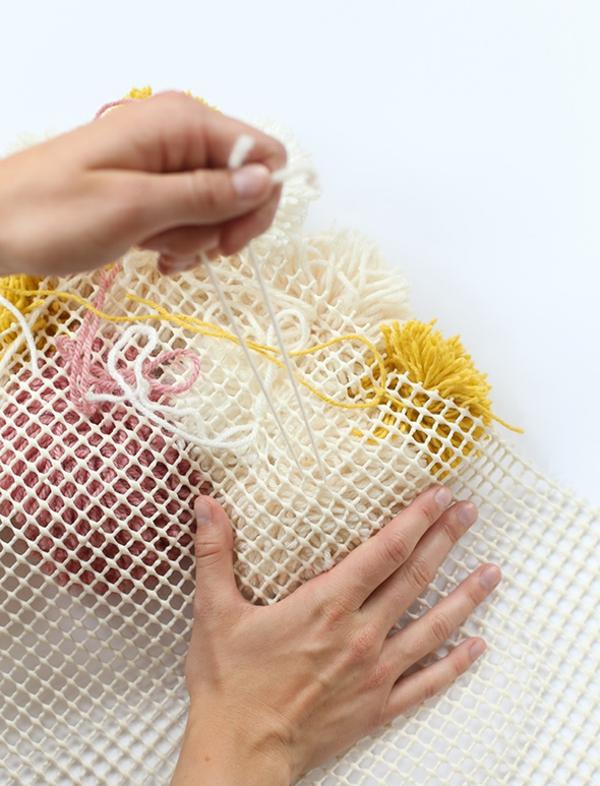 diy tapis pompon faire des noeuds