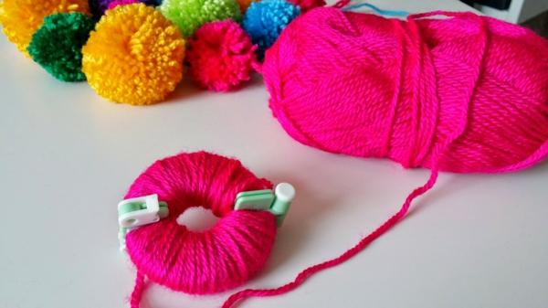 diy tapis pompon faire un pompon machine à pompon