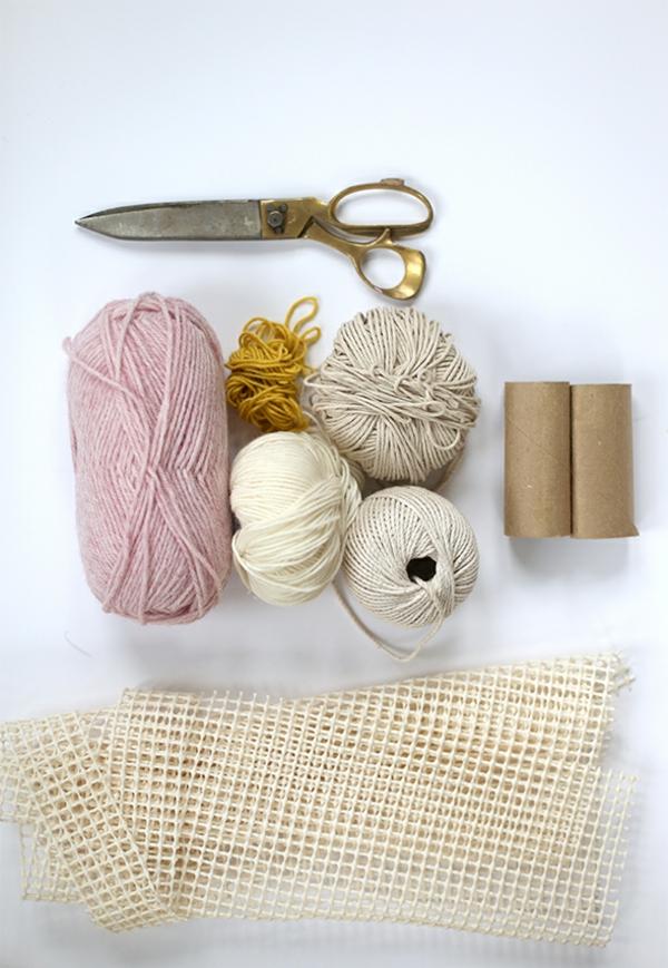diy tapis pompon matériaux