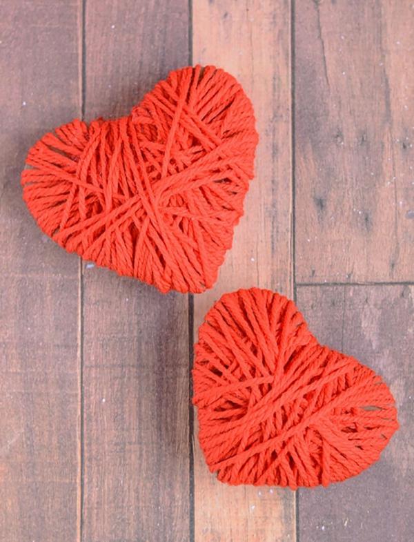 idée cadeau saint valentin fait main coeur carton et fil