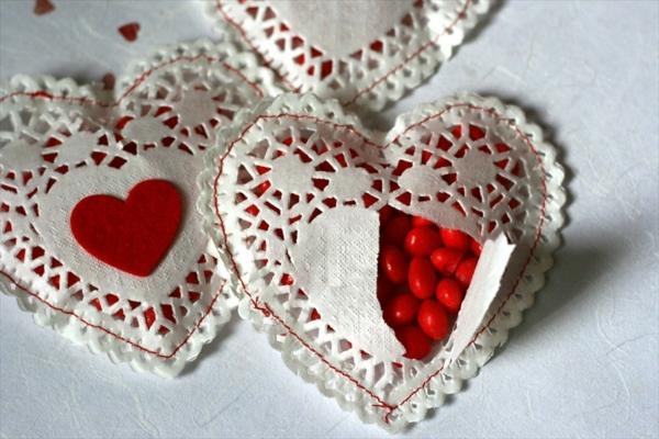 idée cadeau saint valentin fait main coeurs papier crépon bonbons