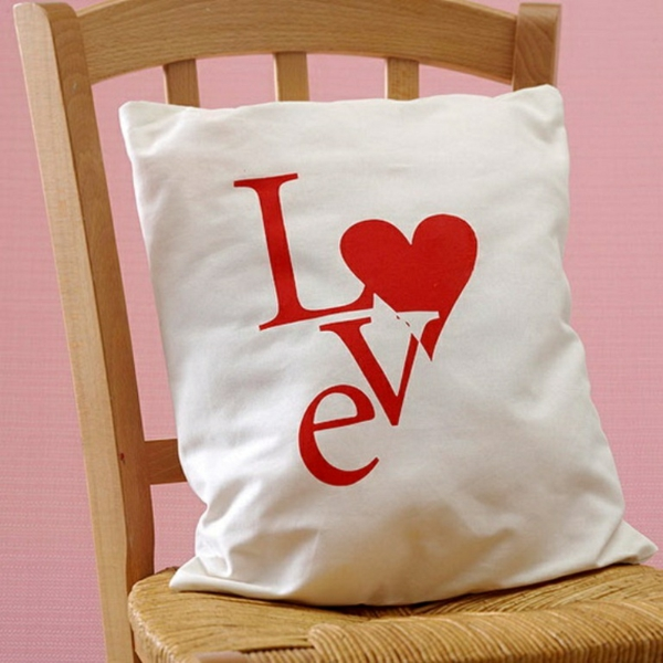 idée cadeau saint valentin fait main coussins décoré