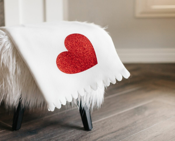 idée cadeau saint valentin fait main couverture décorée manuellement