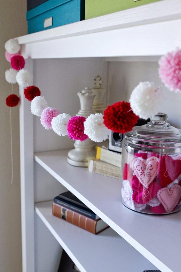 idée cadeau saint valentin fait main guirlande en pompons