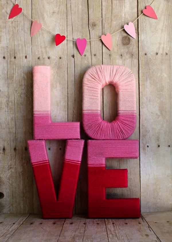 idée cadeau saint valentin fait main lettres bois et fil à tricoter