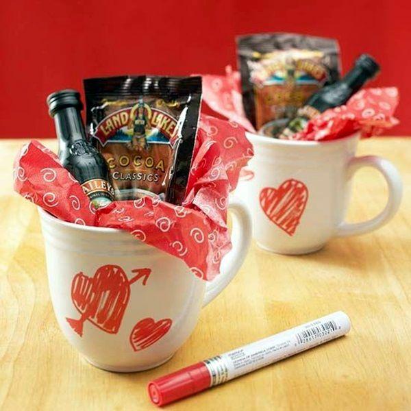 idée cadeau saint valentin fait main mug personnalisé avec gourmandises
