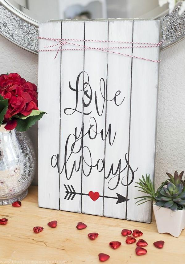 idée cadeau saint valentin fait main tableau en planches de bois