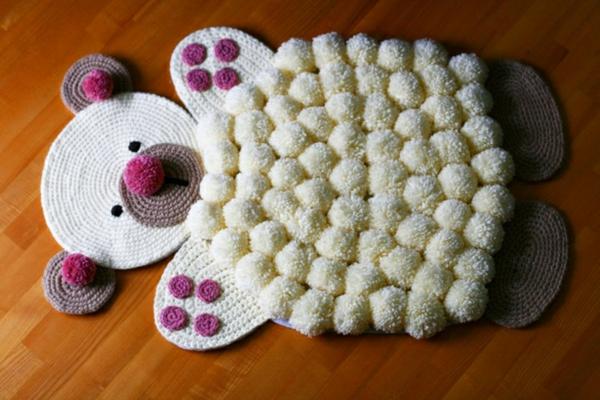 idée déco chambre d'enfant tapis pompon