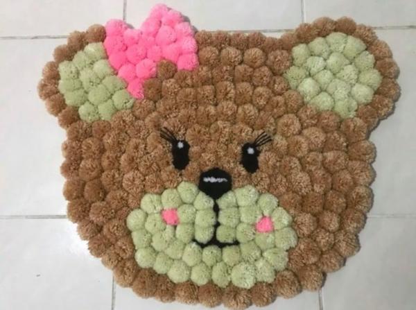 idée déco chambre enfant diy tapis pompon ours