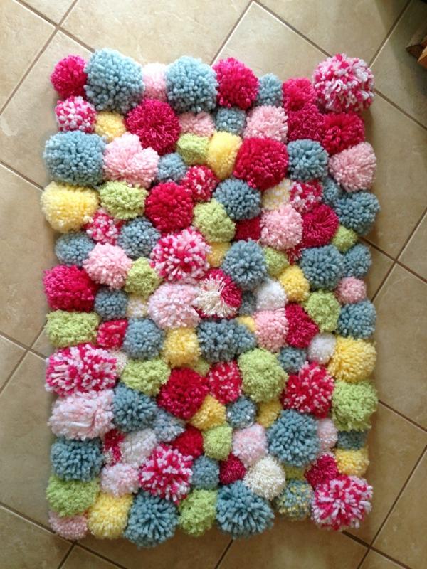 idée déco cuisine diy tapis pompon coloré