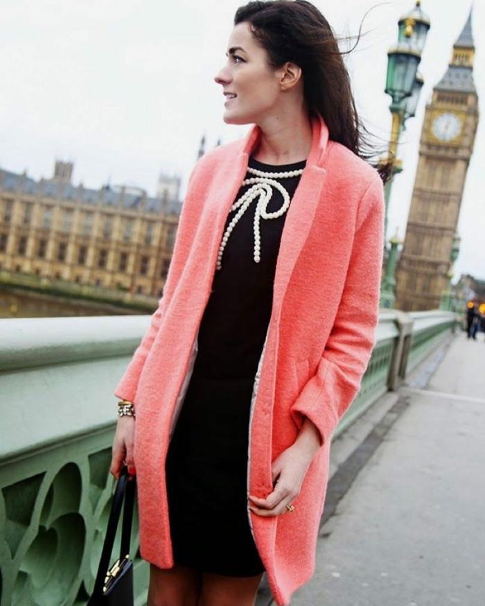 manteau femme association couleur corail