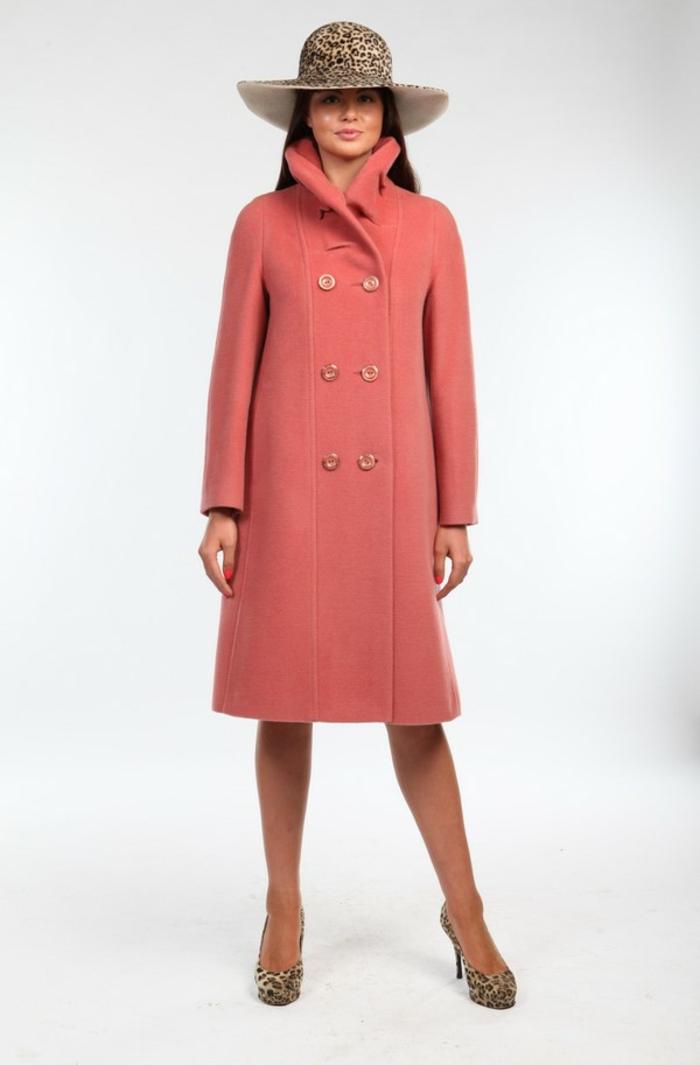 mode association couleur corail manteau