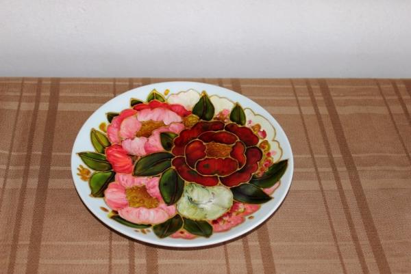 peinture sur porcelaine une assiette décorée