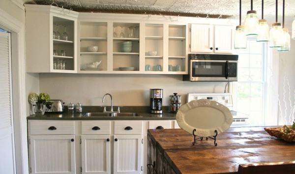relooker meuble cuisine table en bois au milieu