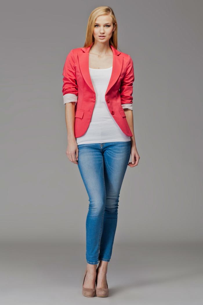 veste moderne association couleur corail