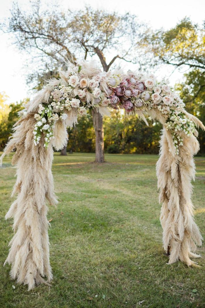 arche florale avec herbe de la pampa
