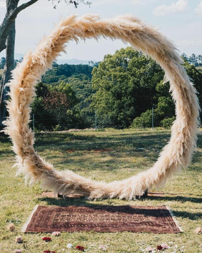 arche florale mariage idée herbe de la pampa