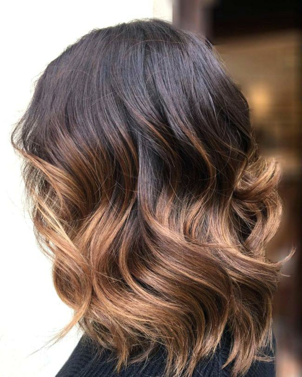 balayage caramel coupe cheveux carré wavy