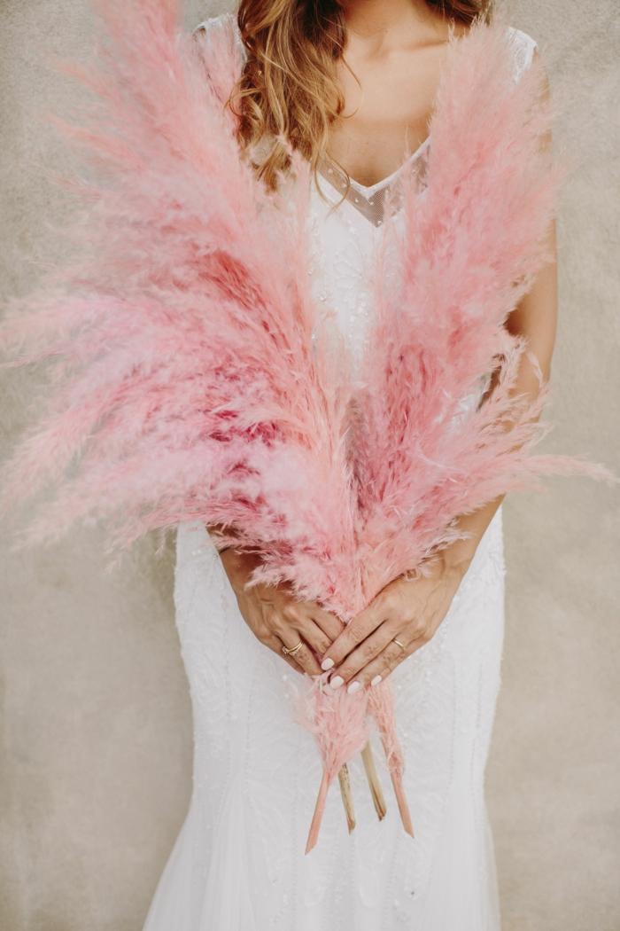 bouquet de mariée avec herbe de la pampa en rose