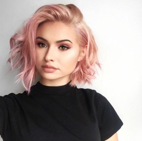 carré wavy coiffure carré ondulé plongeant cheveux roses