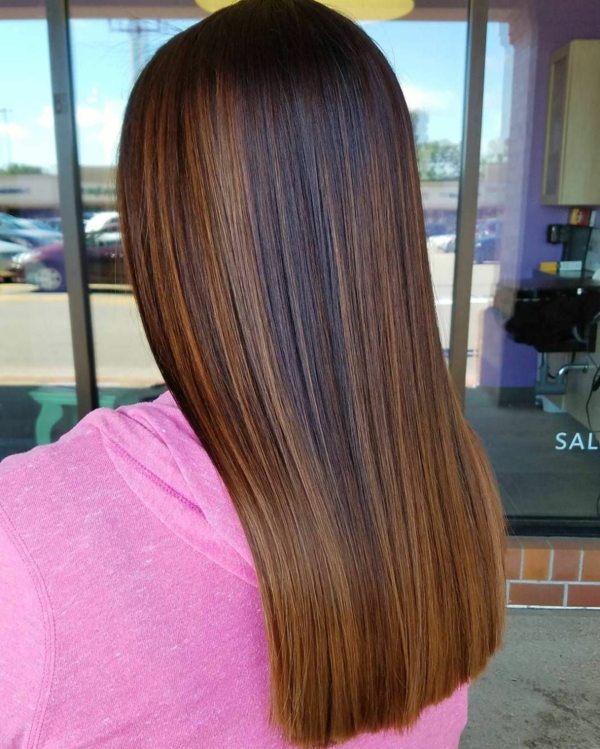 cheveux longs lisses balayage caramel