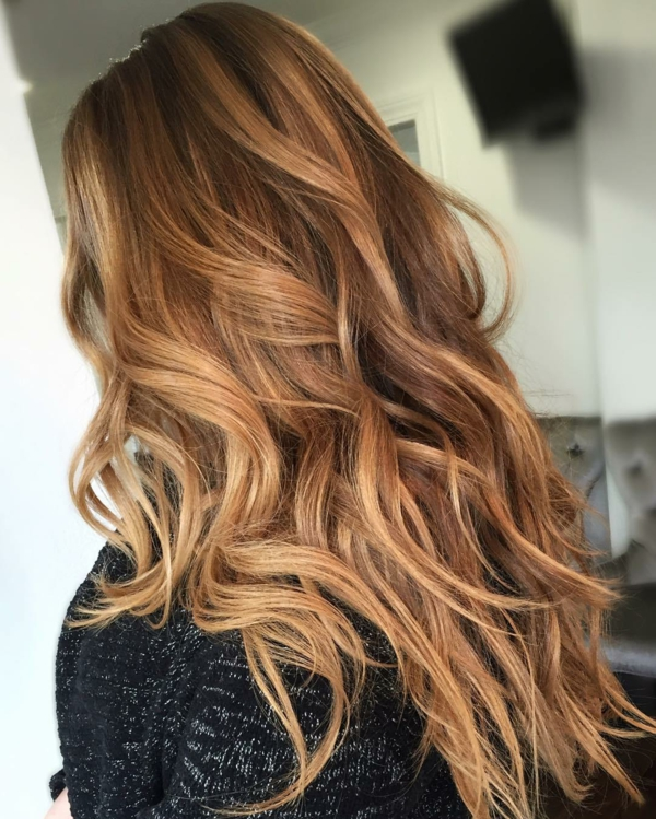 cheveux or rose balayage caramel