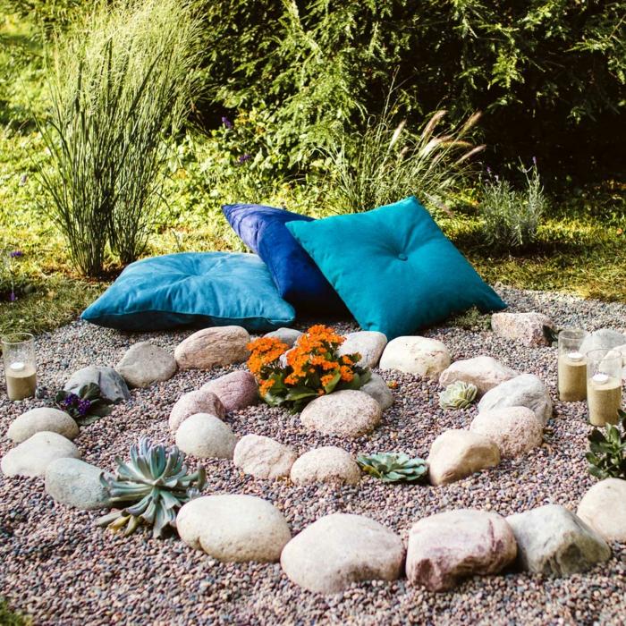 coin détente jardin idée avec des coussins