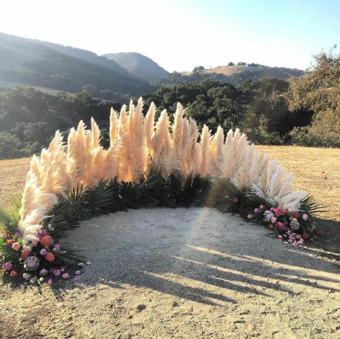 composition florale unique pour mariage avec herbe de la pampa