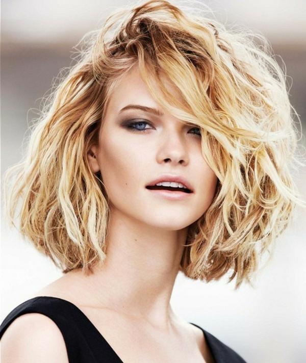 coupe carré wavy carré ondulé cheveux épais femme blonde