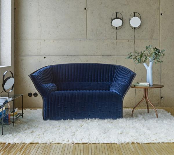 déco intérieur canapé velours côtelé bleu royal salon