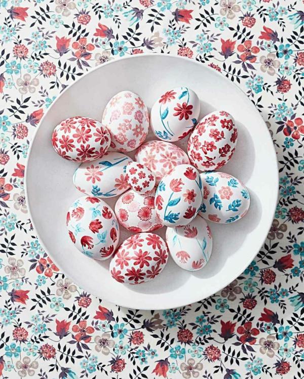façon créative de décorer un œuf de Pâques tampon peinture craie