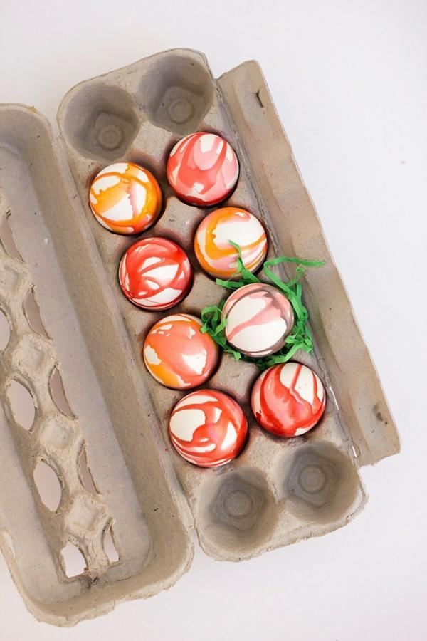 façons créatives de décorer un œuf de Pâques colorant huile