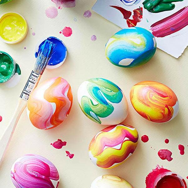façons créatives de décorer un œuf de Pâques colorants