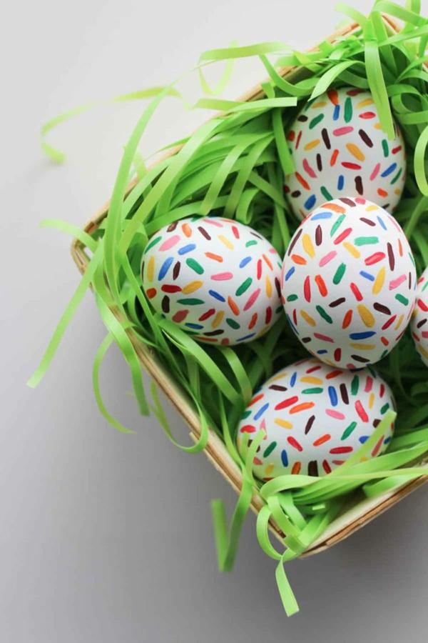 façons créatives de décorer un œuf de Pâques peinture artisanale