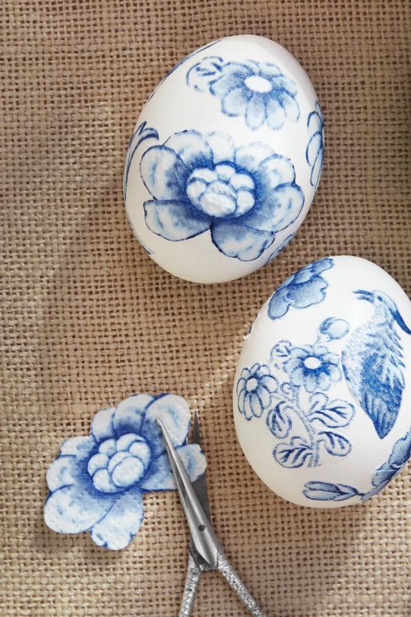 façons créatives de décorer un œuf de Pâques serviette colle