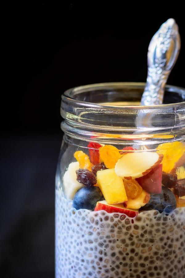 graines de chia plein de fruits