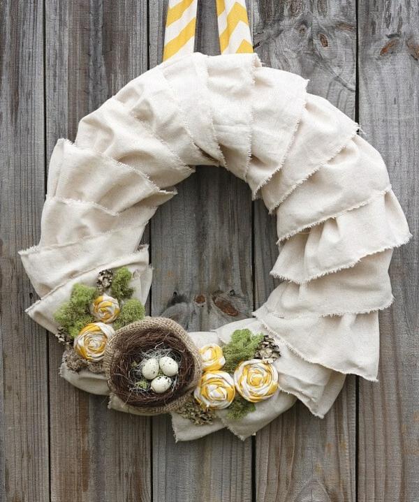 idée décoration de pâques à faire soi-même couronne en textile