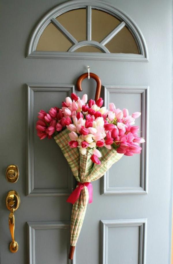 idée décoration de pâques à faire soi-même déco de porte parapluie tulipes