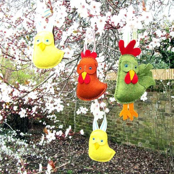 idée décoration de pâques à faire soi-même poulets en textile