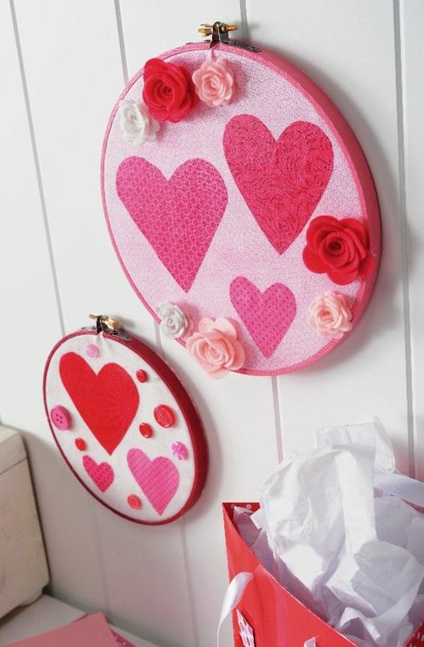 idée de déco saint-valentin à faire soi-même art mural broderie
