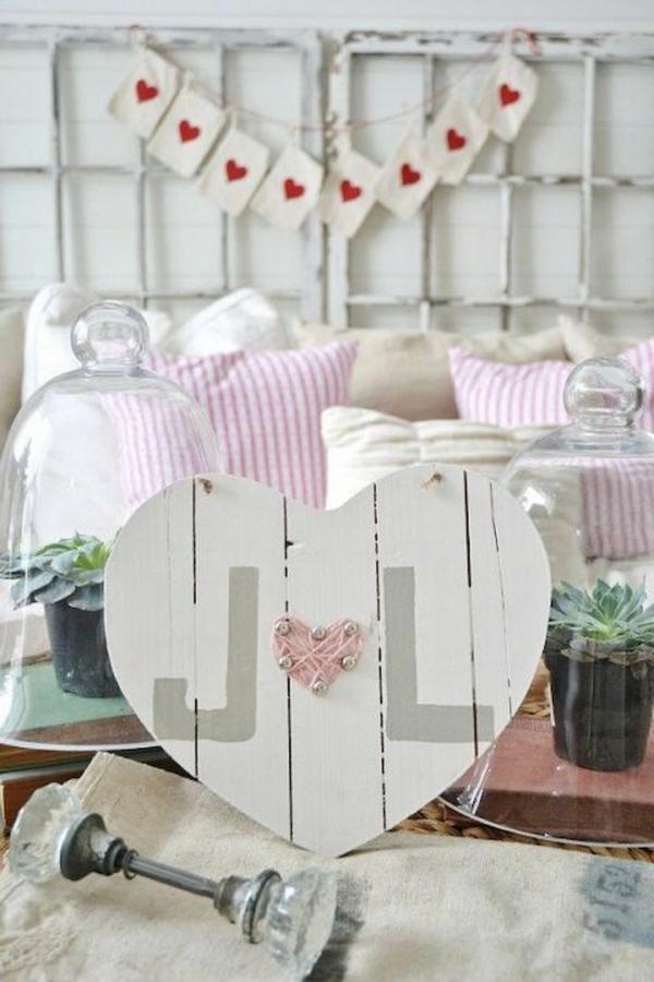idée de déco saint-valentin à faire soi-même coeur en bois fil tendu