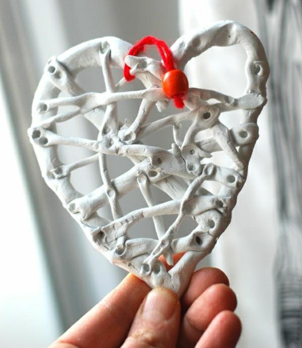 idée de déco saint-valentin à faire soi-même coeur en plâtre