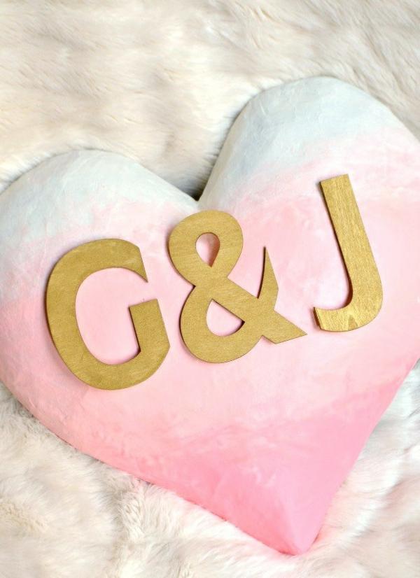 idée de déco saint-valentin à faire soi-même coeur peint en plâtre