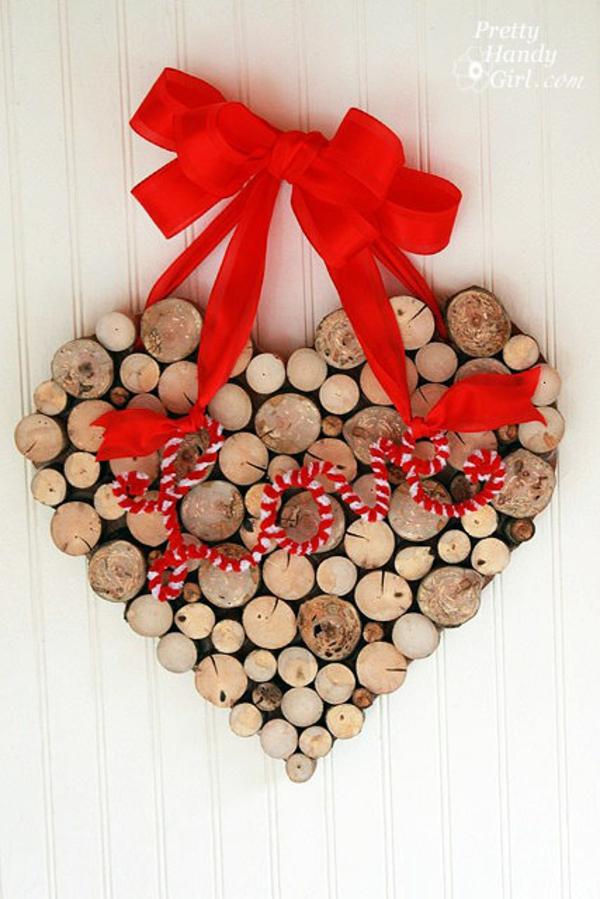 idée de déco saint-valentin à faire soi-même coeur rondins de bois